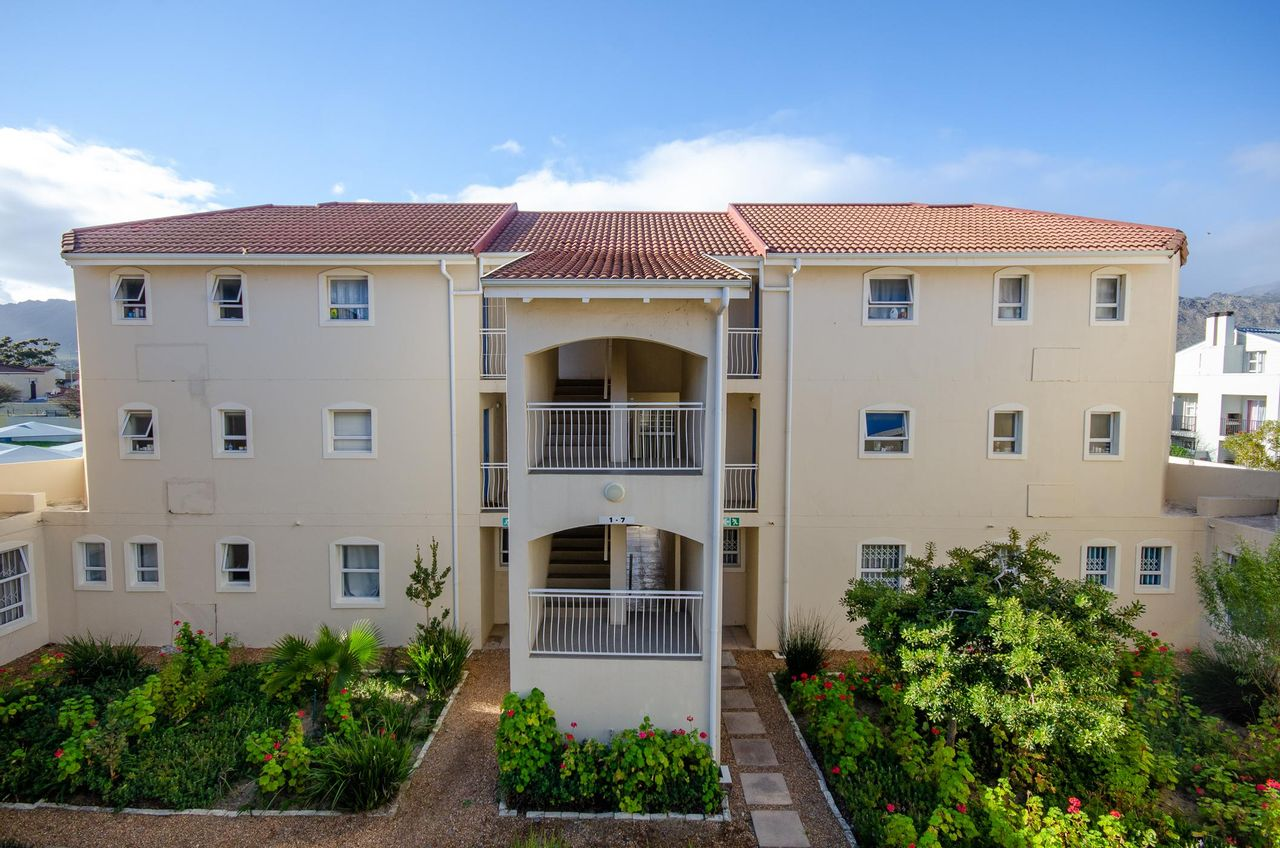1 Bedroom Apartment For Sale in Whispering Pines